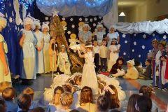 """Jasełka w wykonaniu rodziców i dzieci z grupy """"Jeżyki"""""""